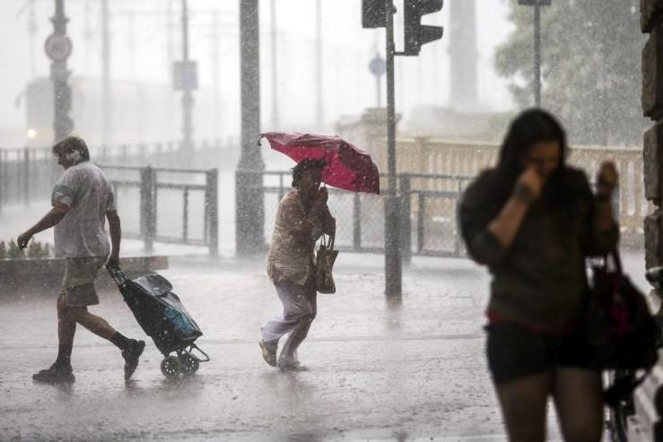 Felhőszakadás és zivatarveszély: első- és másodfokú figyelmeztetéseket adott ki a meteorológiai szolgálat