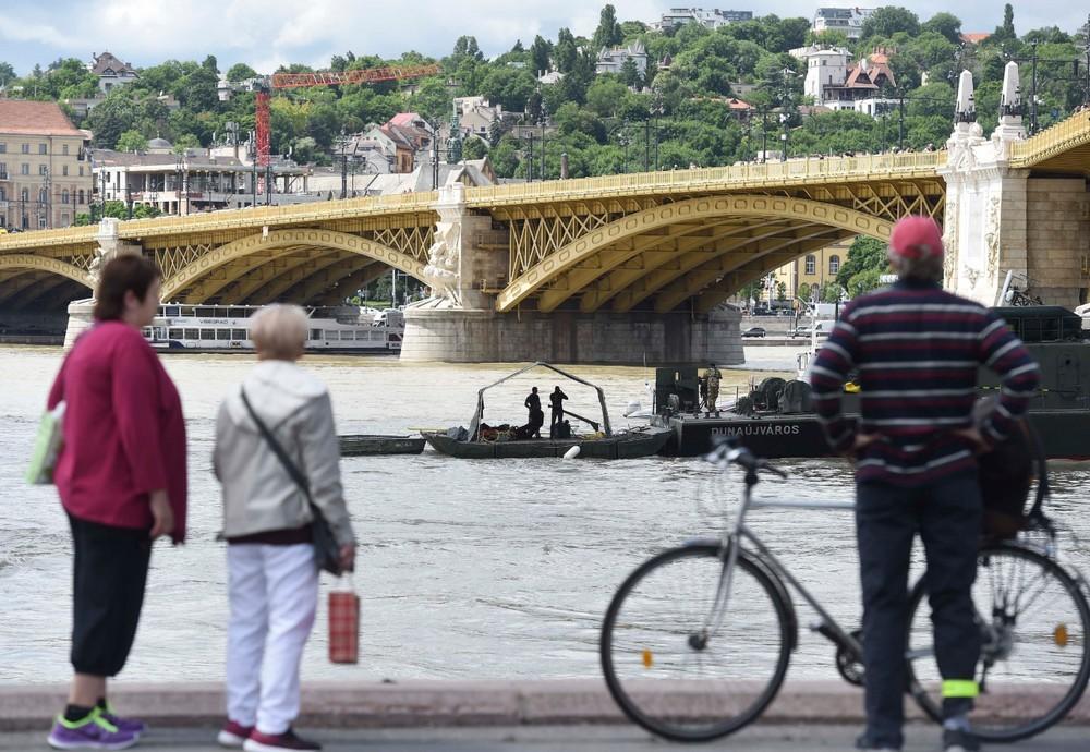 Dunai hajóbaleset - Befejezték a Dunából kiemelt turistahajó szemléjét