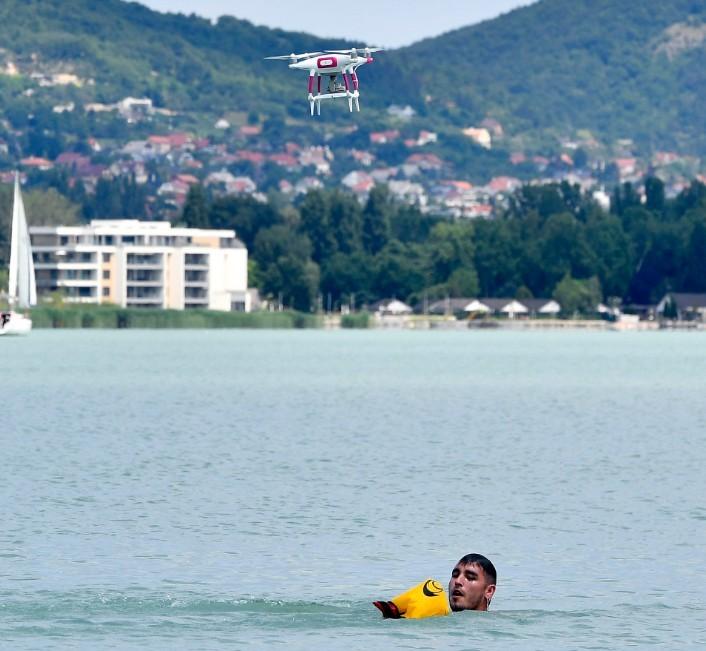Drónokat is bevetnek vízi mentéskor a Balatonnál