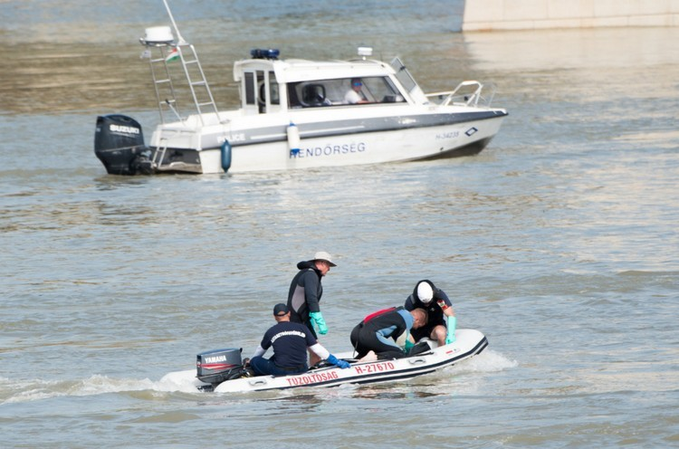 Dunai hajóbaleset - Még tart a kutatás, három embert még keresnek