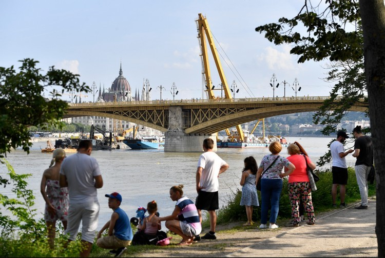 Dunai hajóbaleset - Hamarosan kiemelik a turistahajó roncsát
