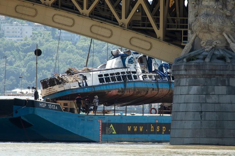 Dunai hajóbaleset - Búvár: a lehető legrosszabb volt a turistahajó víz alatti elhelyezkedése