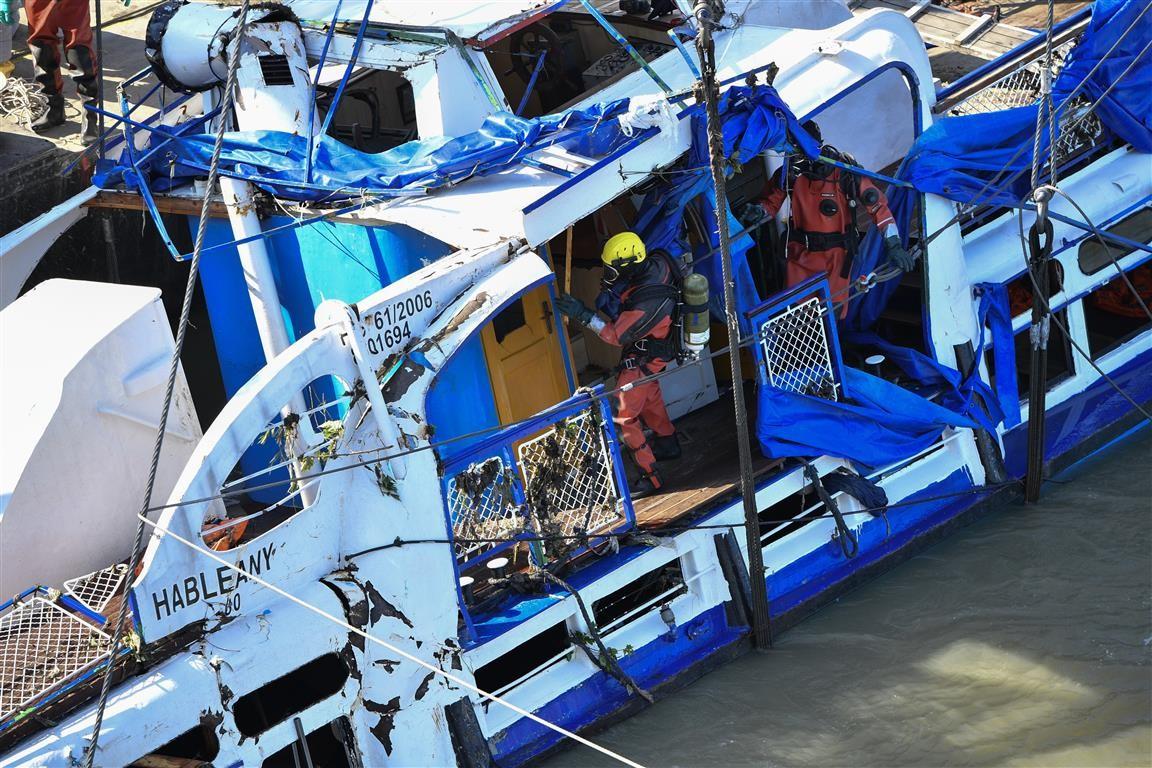 Dunai hajóbaleset - Már négy holttestet hoztak ki a roncsból