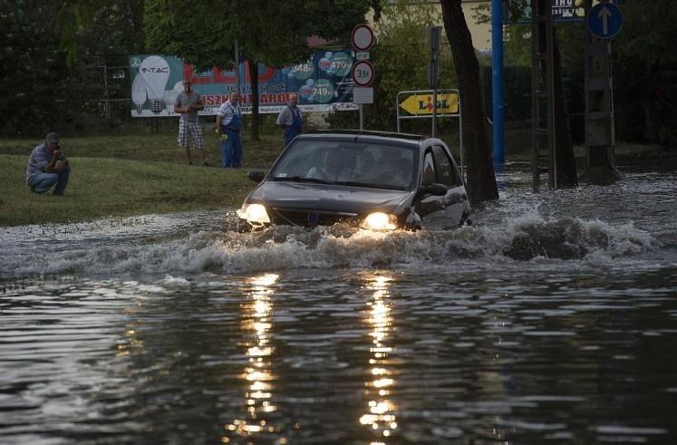 Időjárás-előrejelzés - Több hullámban jön a vihar - Figyelmeztetések hétfőre