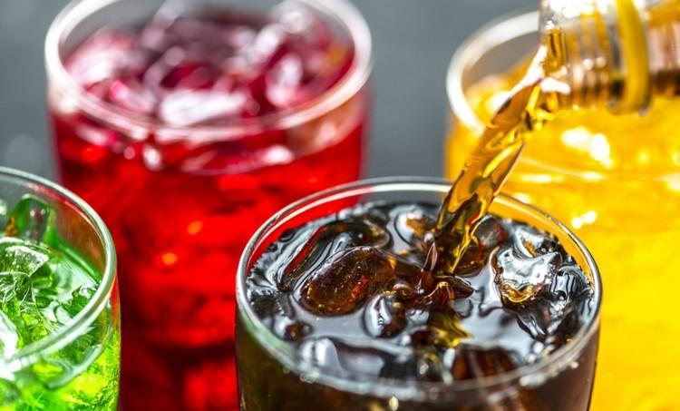 Növelheti a rák kockázatát a cukros üdítőitalok fogyasztása