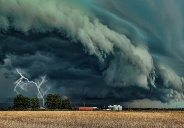 Kiadta a riasztást a meteorológiai szolgálat: Zivatar, felhőszakadás, viharos szél jöhet