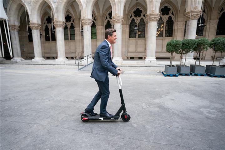 Útmutatót dolgoztak ki az osztrákok az e-rollerekhez