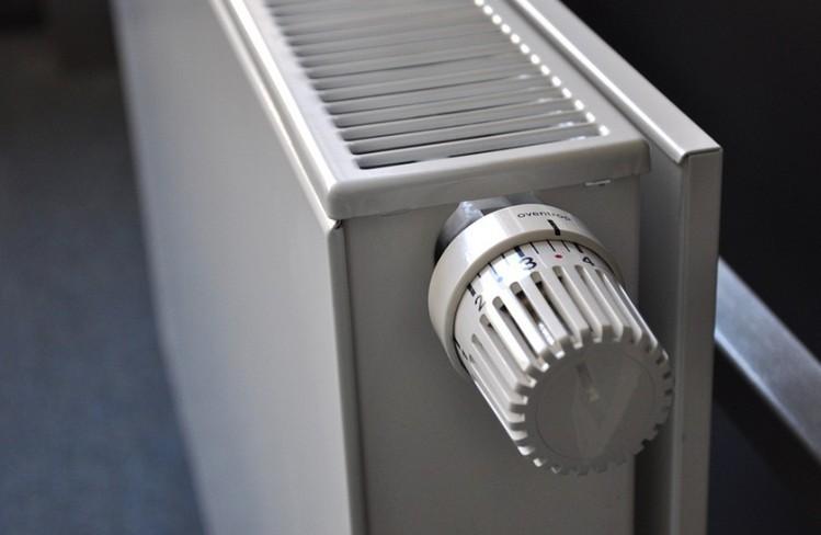 Kezdődik a fűtési szezon - Mérgező lehet és lakástüzet is okozhat, ha így fűt
