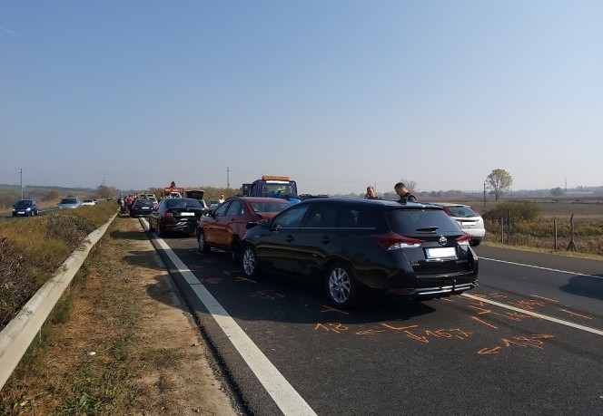 Baleset - Befejezték a helyszínelést - 12 autó karambolozott