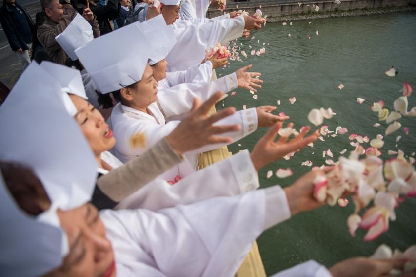 Dunai hajóbaleset - Dél-koreai felvonulással búcsúztatták el az áldozatokat
