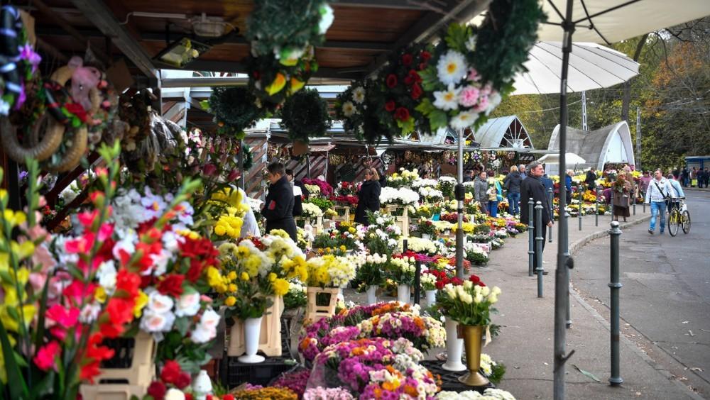Halottak napja - A temetői árusításra is ugyanazok a szabályok vonatkoznak