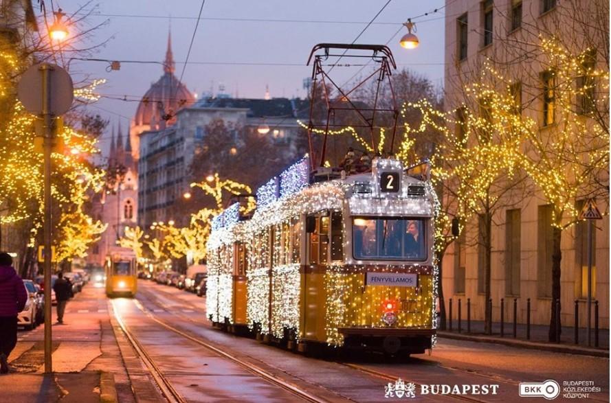 Advent - Elindult a fényvillamos Budapesten