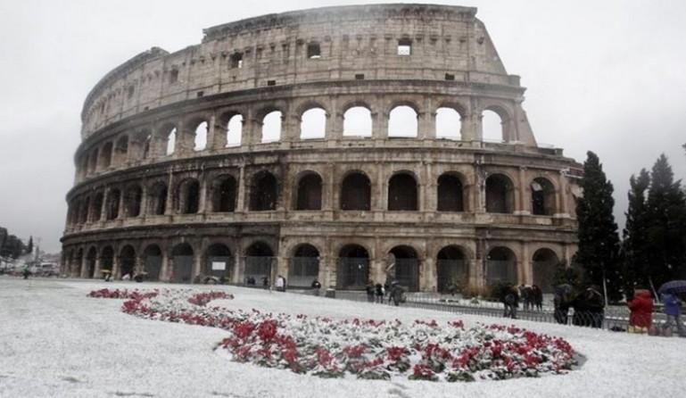 Riasztás lépett életbe Rómában a viharos időjárás miatt