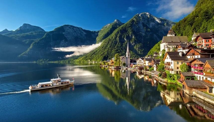 Mesebeli osztrák falu - A helyieknek már terhessé vált a rengeteg turista