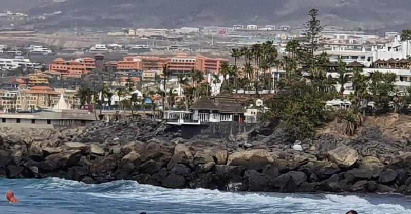 Koronavírus - Távoznak a vendégek a karantén alá vont tenerifei hotelből