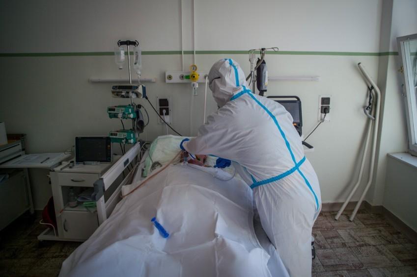 Kórházban több mint 700 koronavírusos beteget ápolnak