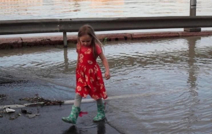 Özönvízszerű esőzés jön - Itt a friss 7 napos előrejelzés hétfőtől