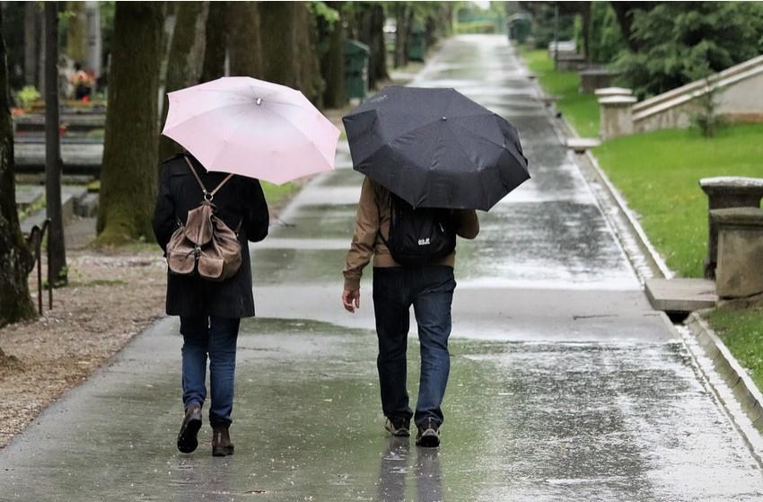 Kiadós eső várható - Figyelmeztetést adott ki a meteorológiai szolgálat vasárnapra