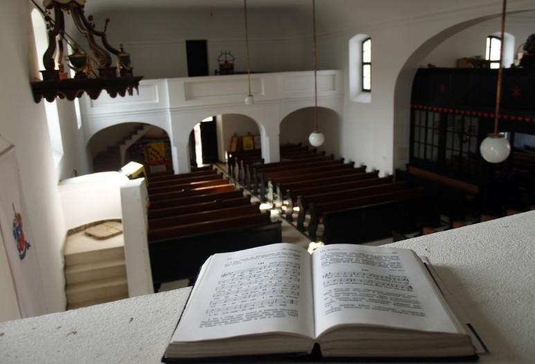 Május elején nyitnak a református templomok